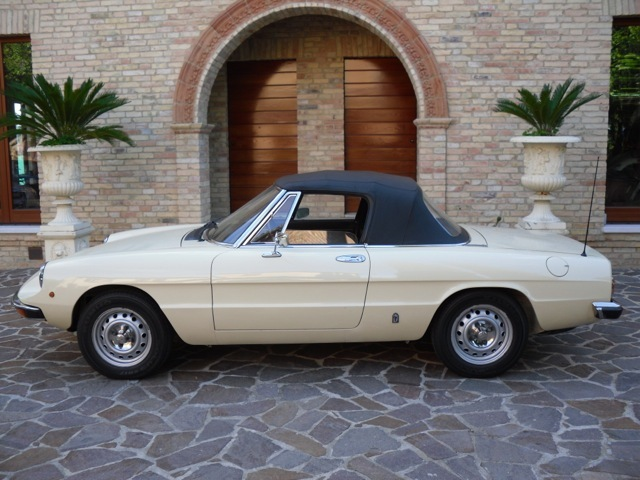 alfa romeo にみる現代の車と70年代の車の美しさの違い_a0129711_19035959.jpg