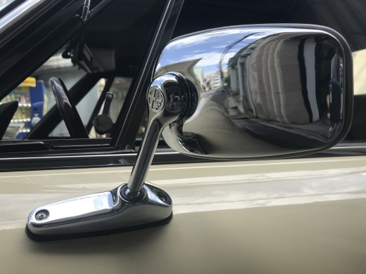 alfa romeo にみる現代の車と70年代の車の美しさの違い_a0129711_19043253.jpg