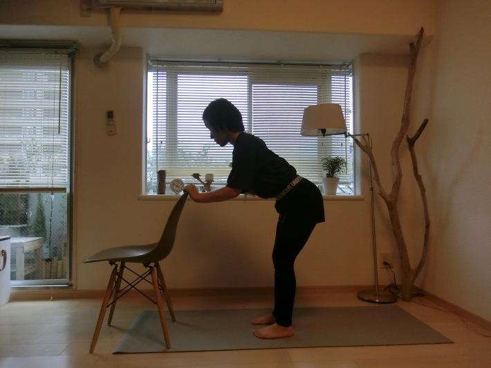 椅子のポーズ/骨盤を前後に揺らす_e0400515_17295525.jpg