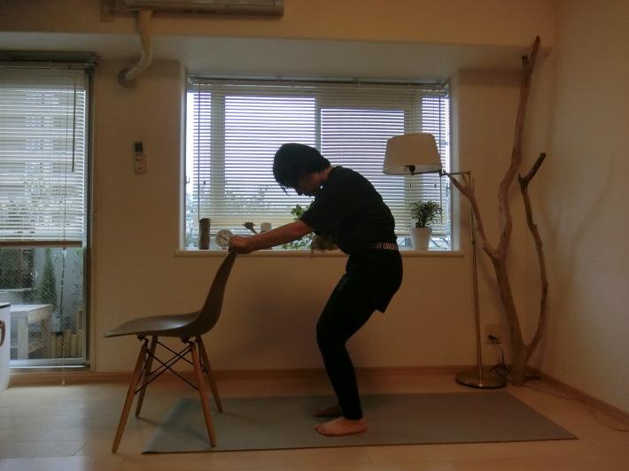 椅子のポーズ/骨盤を前後に揺らす_e0400515_17300519.jpg
