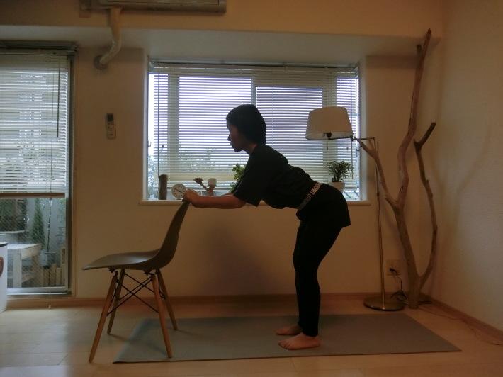 椅子のポーズ/骨盤を前後に揺らす_e0400515_17300952.jpg