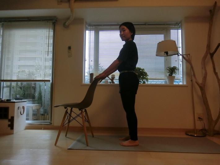 椅子のポーズ/骨盤を前後に揺らす_e0400515_17302009.jpg