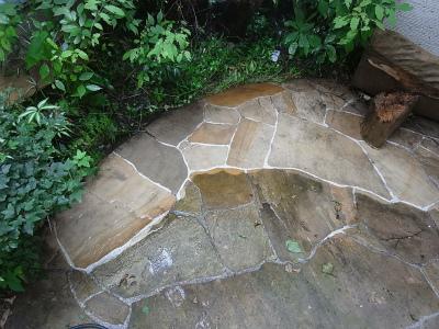 蘇るインド砂岩の石畳:ウォーターセラミックの効果_e0010418_09192391.jpg