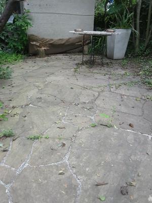 蘇るインド砂岩の石畳:ウォーターセラミックの効果_e0010418_09195198.jpg