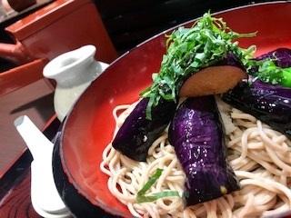 芋煮会へ急ぐ男_c0051529_16105760.jpg