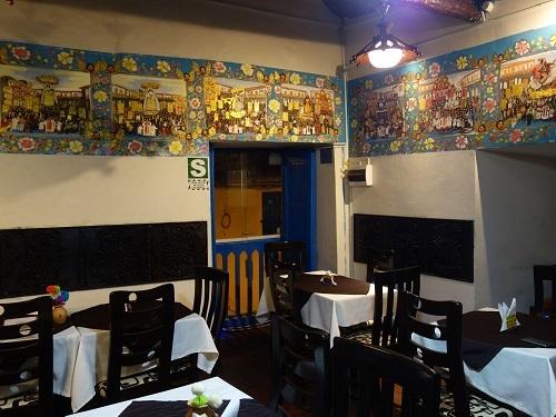 クスコのレストランでクイの半身フライを食べてみた_c0030645_08050644.jpg