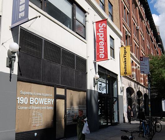 Supreme(シュプリーム)1号店の移転先はドキュメンタリー映画になるほどの歴史的建造物_b0007805_08563769.jpg