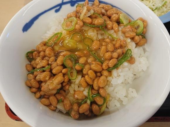 9/24 選べる小鉢の玉子かけごはん納豆ライスミニ & 生野菜 @松屋_b0042308_14540360.jpg