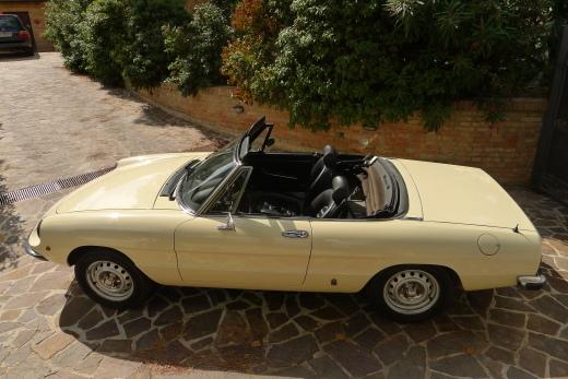 alfa romeo にみる現代の車と70年代の車の美しさの違い_a0129711_11220507.jpg