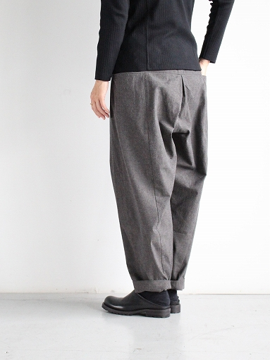 THE HINOKI Cotton Horse Cloth 5Tuck Pants / Charcoal Brown_b0139281_14453322.jpg