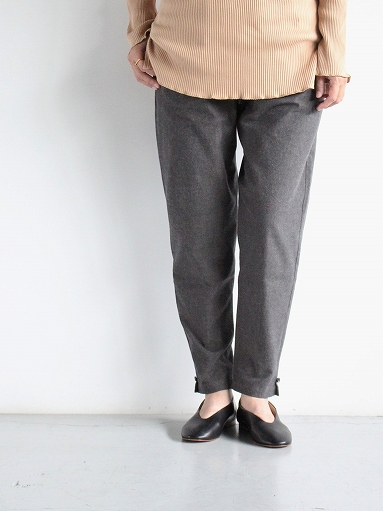 THE HINOKI Cotton Horse Cloth Tapered Easy Pants / Charcoal Brown_b0139281_15423262.jpg