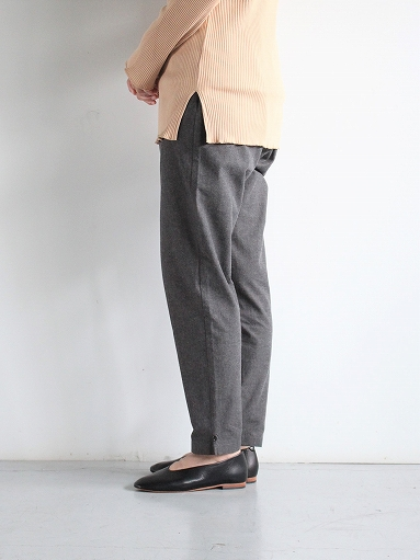 THE HINOKI Cotton Horse Cloth Tapered Easy Pants / Charcoal Brown_b0139281_15423888.jpg