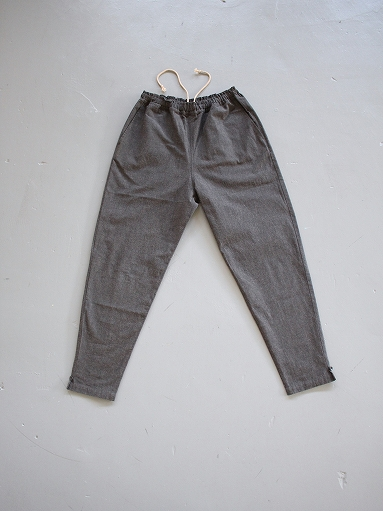 THE HINOKI Cotton Horse Cloth Tapered Easy Pants / Charcoal Brown_b0139281_15434795.jpg