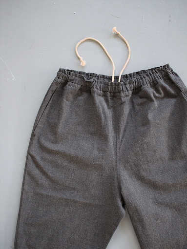 THE HINOKI Cotton Horse Cloth Tapered Easy Pants / Charcoal Brown_b0139281_15435757.jpg