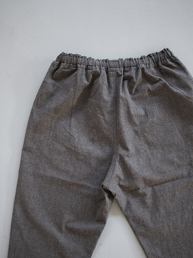 THE HINOKI Cotton Horse Cloth Tapered Easy Pants / Charcoal Brown_b0139281_15472839.jpg