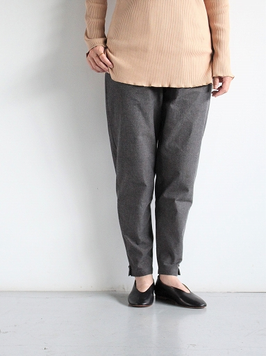 THE HINOKI Cotton Horse Cloth Tapered Easy Pants / Charcoal Brown_b0139281_15474695.jpg