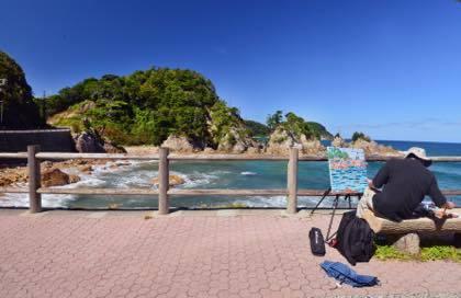 浦富海岸では県外ナンバーの車を止めて絵を描く人の......._b0194185_18400826.jpg