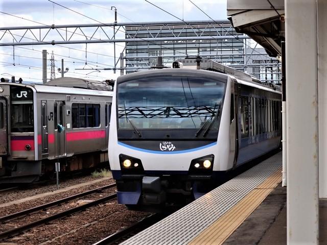 藤田八束の鉄道写真@弘前駅からの鉄道写真、奥羽線通勤通学列車は元気いっぱい、リゾート「しらかみ」は楽しげな家族たち、駅には楽しめる展示品がいっぱいです。おもてなしの駅弘前にて_d0181492_07345996.jpg