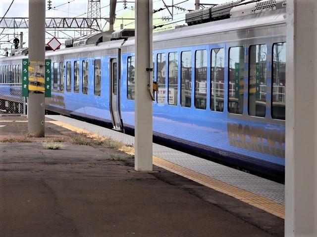 藤田八束の鉄道写真@弘前駅からの鉄道写真、奥羽線通勤通学列車は元気いっぱい、リゾート「しらかみ」は楽しげな家族たち、駅には楽しめる展示品がいっぱいです。おもてなしの駅弘前にて_d0181492_07351622.jpg