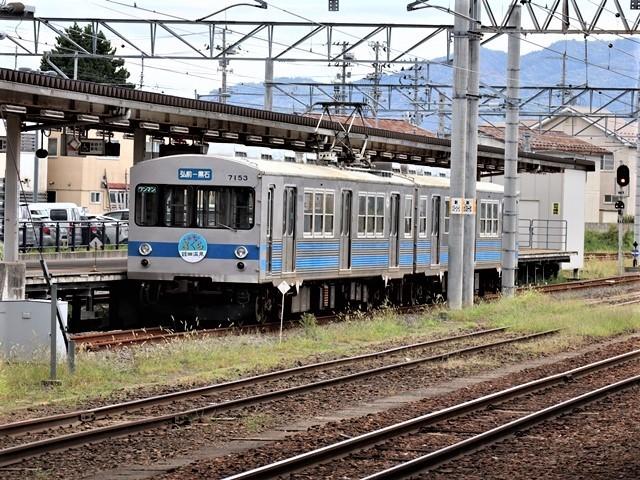 藤田八束の鉄道写真@弘前駅からの鉄道写真、奥羽線通勤通学列車は元気いっぱい、リゾート「しらかみ」は楽しげな家族たち、駅には楽しめる展示品がいっぱいです。おもてなしの駅弘前にて_d0181492_07362229.jpg