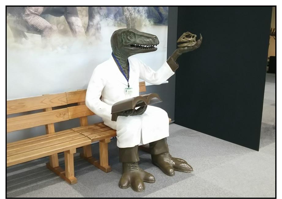 【漫画で雑記】青森大恐竜展2019は撮影可能!!_f0205396_15003330.jpg