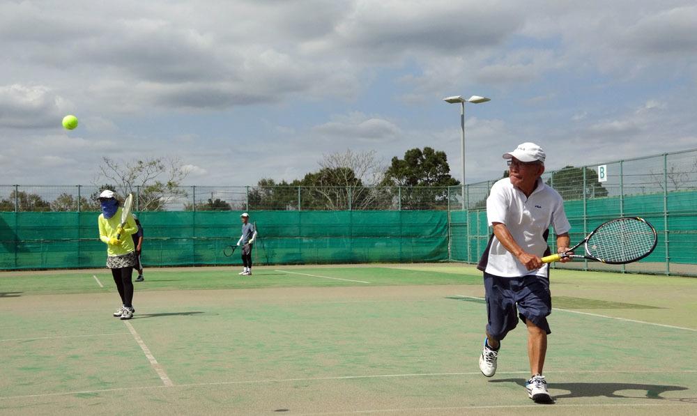 天高くシニアテニスの秋_b0114798_16523856.jpg