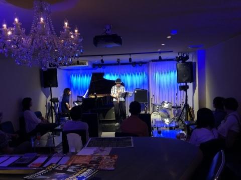 広島 Jazzlive Comin ジャズライブカミン 明日金曜日のライブ!_b0115606_12304267.jpeg