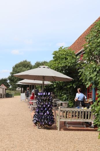 イギリスの旅3日目 ガーデンツアー 2日目 Wyken Vineyardsその1_e0194723_21121974.jpg