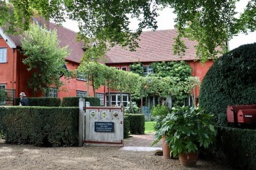 イギリスの旅3日目 ガーデンツアー 2日目 Wyken Vineyardsその1_e0194723_22072332.jpeg