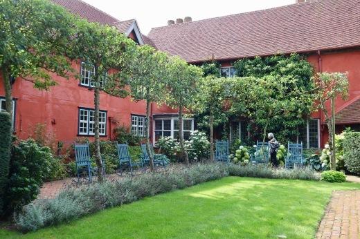 イギリスの旅3日目 ガーデンツアー 2日目 Wyken Vineyardsその1_e0194723_22091724.jpeg