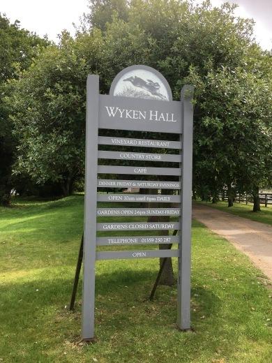イギリスの旅3日目 ガーデンツアー 2日目 Wyken Vineyardsその1_e0194723_22153721.jpeg