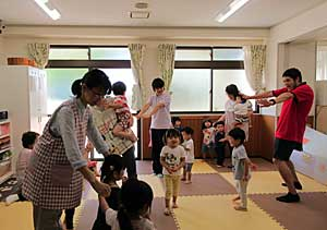 Nakayoshi Nursery English Play time #2_e0325335_118715.jpg