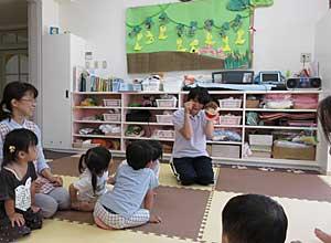 Nakayoshi Nursery English Play time #1_e0325335_119071.jpg