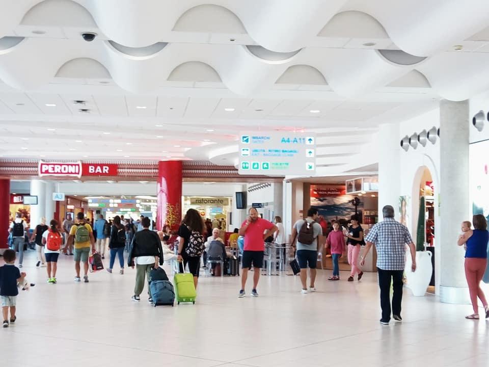 バーリ空港に名産品の自動販売機が登場!_b0305039_23054156.jpg