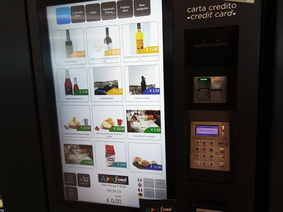 バーリ空港に名産品の自動販売機が登場!_b0305039_23074329.jpg