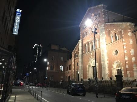 ミラノ中央駅近くの中華で初日夜食_a0136671_00053570.jpg