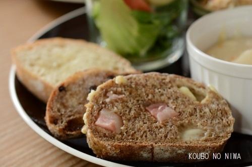 ベーコンチーズのパンコンプレ&アマンドコーヒーロール_f0329586_23420675.jpg