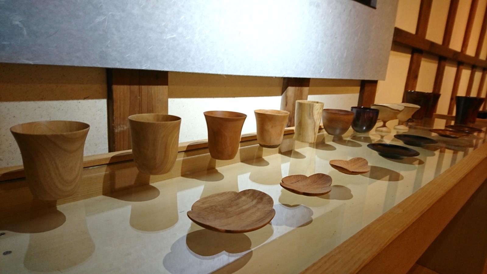 今日からの山崎修さんの木の器展はこんな感じ。_e0046190_18055674.jpg