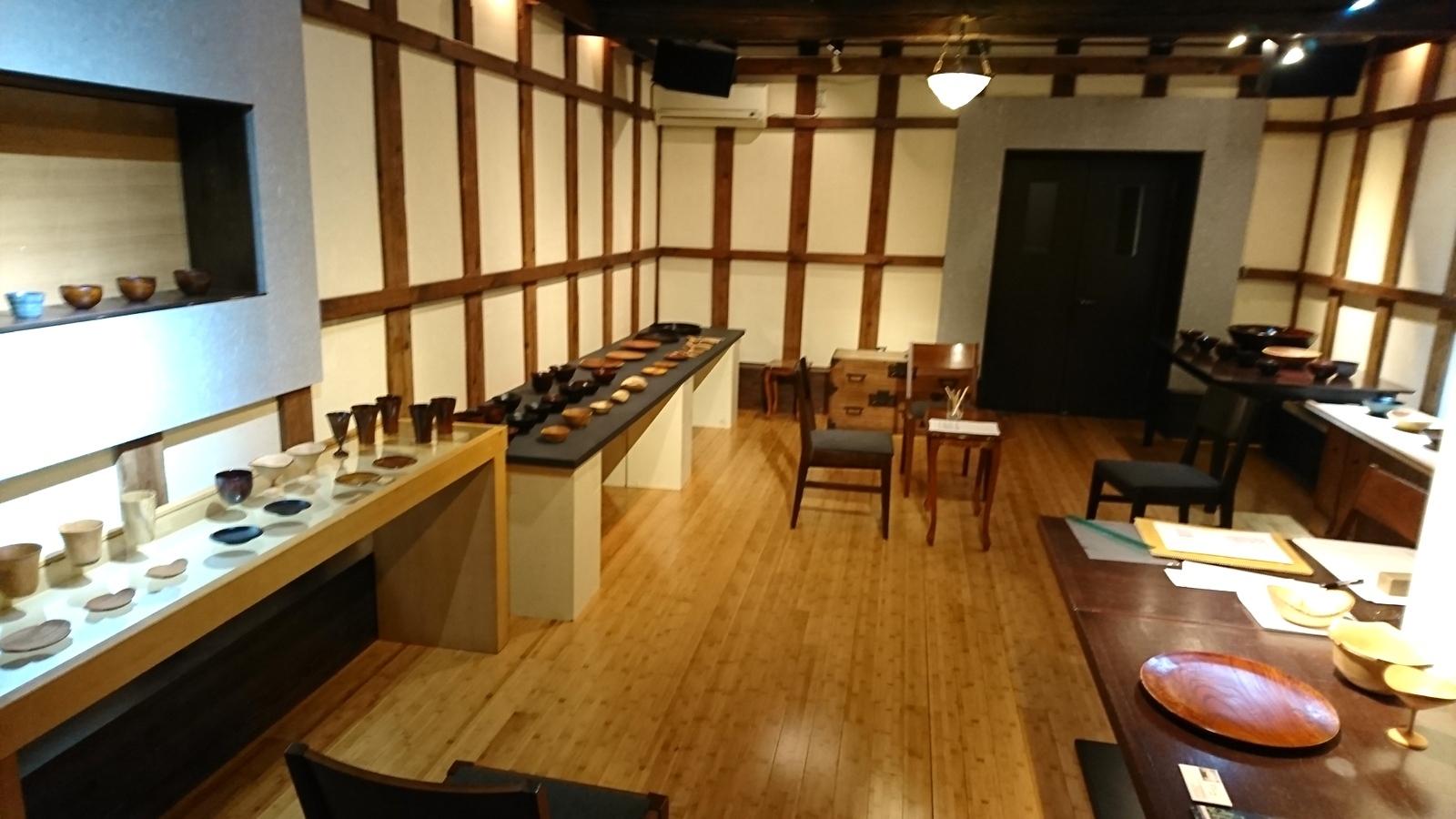 今日からの山崎修さんの木の器展はこんな感じ。_e0046190_18081882.jpg