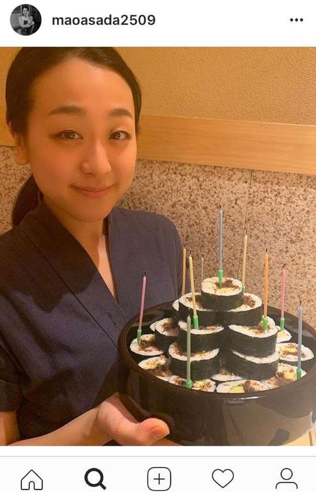 浅田真央さん、巻き寿司ケーキで29歳誕生日を報告_b0064113_1217548.jpg