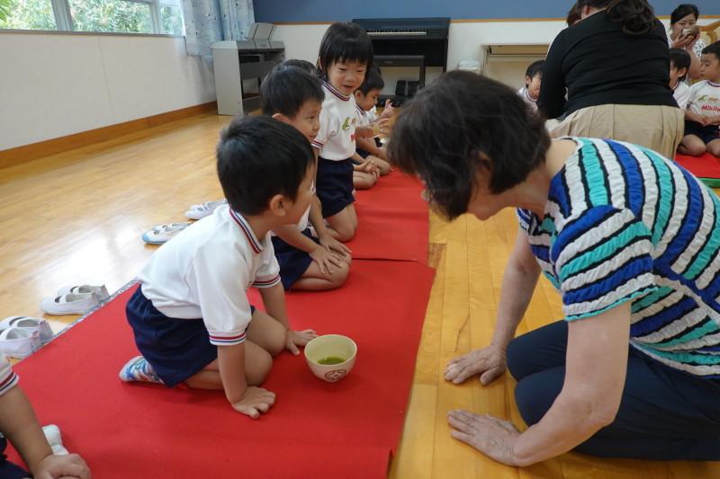 年少組お茶会 にじ組_a0212624_12381972.jpg
