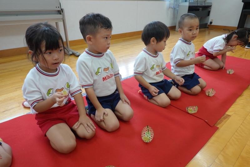 年少組お茶会 にじ組_a0212624_12401574.jpg