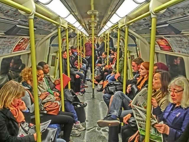 ロンドン (11)  地下鉄_b0408745_06153033.jpeg