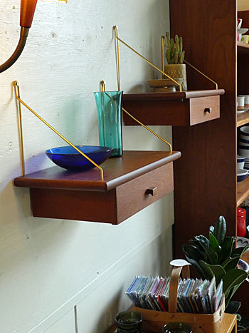 Teak wall shelf_c0139773_23243849.jpg