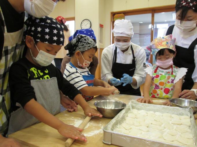 すいせん組・親子クッキング参観「みんなで餃子作ったよ~!」_f0195982_18434507.jpg