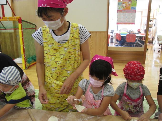 すいせん組・親子クッキング参観「みんなで餃子作ったよ~!」_f0195982_18570538.jpg