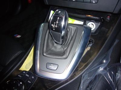 BMW 335クーペ (E90)シフトレバー修理_c0267693_08523562.jpg