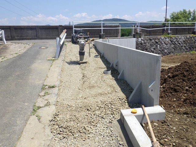 仙北町の家 敷地外周の擁壁工事が進行中。_f0105112_04573420.jpg