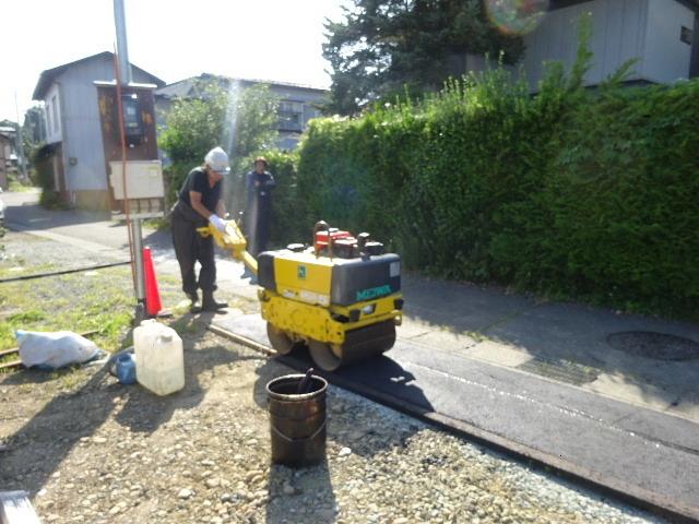 仙北町の家 敷地外周の擁壁工事が進行中。_f0105112_05024149.jpg