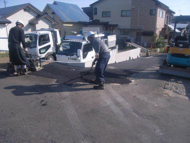 仙北町の家 敷地外周の擁壁工事が進行中。_f0105112_05024196.jpg